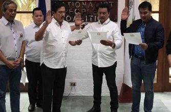 Senate President Tito Sotto administered the oath of former Senator Lito Lapid and his son Mark as the newest members of the Nationalist People's Coalition./Tito Sotto office/