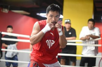 Philippine boxing icon Manny Pacquiao trains at a boxing gym in Manila on November 27, 2018, ahead of his WBA Welterweight bout title with US boxer Adrien Broner in Las Vegas, on January 19, 2019. (Photo by Ted ALJIBE / AFP)
