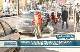 Iglesia Ni Cristo members help clean the streets of Rome