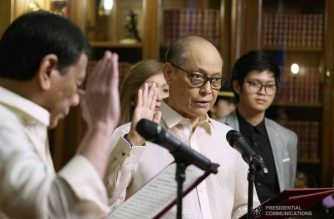 President Rodrigo Duterte administers the oath to newly-appointed Bangko Sentral ng Pilipinas Governor Benjamin Diokno during a ceremony at the Malacañan Palace on March 6, 2019. KING RODRIGUEZ/PRESIDENTIAL PHOTO
