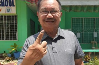 Agriculture Secretary Manny Piñol on Monday, May 13, finally cast his vote in Paco, Kidapawan after his original ballot was rejected by the VCM./Piñol Facebook account/