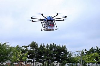 """This handout photo from South Korea's Interior and Safety Ministry taken and released on July 31, 2019 shows a drone flying during a test operation for a public drone delivery system in Dangjin. - The system is used by local government agencies to send relief goods or public service-related mail and parcels to remote mountain and island villages. (Photo by handout / SOUTH KOREA'S INTERIOR AND SAFETY MINISTRY / AFP) / -----EDITORS NOTE --- RESTRICTED TO EDITORIAL USE - MANDATORY CREDIT """"AFP PHOTO / SOUTH KOREA'S INTERIOR AND SAFETY MINISTRY"""" - NO MARKETING - NO ADVERTISING CAMPAIGNS - DISTRIBUTED AS A SERVICE TO CLIENTS"""