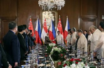 President Rodrigo Duterte and Republic of Singapore President Halimah Yacob pose for posterity prior to the start of their expanded bilateral meeting at the Malacañan Palace during the latter's state visit to the Philippines on September 9, 2019. SIMEON CELI JR./PRESIDENTIAL PHOTO