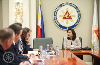 Vice-President Leni Robredo meets with representatives of the US Embassy and other agencies helping the Philippine government in its anti-illegal drugs campaign.  (Photo courtesy VP Leni Robredo Facebook)