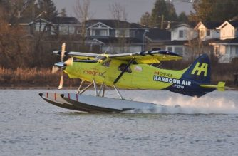 Harbour Air Pilot and CEO Greg McDougall flies the world's first all-electric, zero-emission commercial aircraft during a test flight in a de Havilland DHC-2 Beaver from Vancouver International Airport's South Terminal on the Fraser River in Richmond, British Columbia, Canada, December 10, 2019. - The plane, which first flew in 1947, became the world's first commercial test of an all-electric airplane. It is now powered by the magni500, a 750 horsepower (HP) all-electric motor, built by magniX. (Photo by Don MacKinnon / AFP)