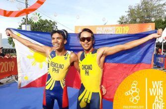 John Chicano clinched the Philippines' first 30th SEA Games gold, with a win in the triathlon event. Fellow Filipino Kim Mangrobang came in second. /SEA Games 2019 FB/