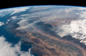 """This handout picture obtained from the European Space Agency (ESA) on August 7, 2018 shows a view taken by German astronaut and geophysicist Alexander Gerst, showing wildfires in the state of California as seen from the International Space Station on August 2, 2018. (Photo by Alexander GERST / EUROPEAN SPACE AGENCY / AFP) / RESTRICTED TO EDITORIAL USE - MANDATORY CREDIT """"AFP PHOTO / ESA / Alexander Gerst"""" - NO MARKETING NO ADVERTISING CAMPAIGNS - DISTRIBUTED AS A SERVICE TO CLIENTS"""
