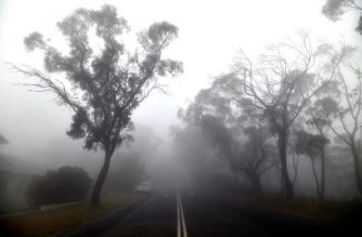 """Thick fog mixed with bushfire smoke fills the sky in the Ruined Castle area of the Blue Mountains, some 75 kilometres from Sydney, on January 11, 2020. - Massive bushfires in southeastern Australia have a """"long way to go"""", authorities have warned, even as colder conditions brought some relief to exhausted firefighter and communities. (Photo by SAEED KHAN / AFP)"""