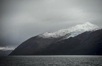 "View of the Francia glacier to the northeast of the Beagle Channel, along the 230-km ""glaciers route"" in the Magallanes y Antartica Chilena region in southern Chile, on April 21, 2017. - The 30-hour boat ride takes tourists along the glacier watching route, from the city of Punta Arenas to Puerto Williams, the world's southernmost city. (Photo by MARTIN BERNETTI / AFP)"