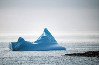 A picture taken on August 20, 2019 shows an iceberg floating off the coast of Kulusuk (aslo spelled Qulusuk), a settlement in the Sermersooq municipality located on the island of the same name on the southeastern shore of Greenland. (Photo by Jonathan NACKSTRAND / AFP)