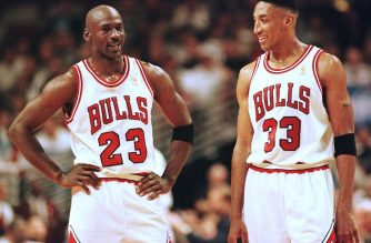 Michael Jordan (L) and Scottie Pippen (R) of the Chicago Bulls talk during the final minutes of their game 22 May in the NBA Eastern Conference finals aainst the Miami Heat at the United Center in Chicago, Illinois. The Bulls won the game 75-68 to lead the series 2-0.   AFP PHOTO/VINCENT LAFORET (Photo by VINCENT LAFORET / AFP)