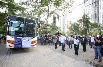 Send-off for the first batch of Balik Probinsya program.   (Photo courtesy DA)