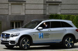 """German Economy Minister Peter Altmaier gives a thumbs up from a hydrogen powered Mercedes f-cell car prior to a press conference to present the German government's hydrogen strategy, on June 10, 2020 in Berlin. - A huge German stimulus package to help the country's economy recover swiftly from a deep slump triggered by the coronavirus pandemic includes seven billion euros earmarked for a """"hydrogen strategy"""". The technology could help wean the country off fossil fuels. (Photo by John MACDOUGALL / AFP)"""