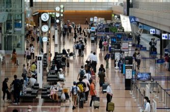"""A view of the domestic departure lobby of Tokyo's Haneda airport on July 25, 2020. - The Japanese government on July 22 launched its """"Go To Travel"""" campaign, which offers subsidies and discounts to travellers in an attempt to revive a domestic tourism industry stricken by the COVID-19 coronavirus pandemic. (Photo by Kazuhiro NOGI / AFP)"""