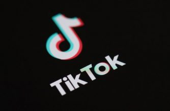 (FILES) This file illustration photo taken on May 27, 2020 This illustration picture shows the logo of the social network  application Tik Tok on the screen of a phone. - US President Donald Trump said on July 31, 2020 that he planned to bar the the fast-growing Chinese-owned social media app TikTok from operating in the United States. (Photo by Martin BUREAU / AFP)