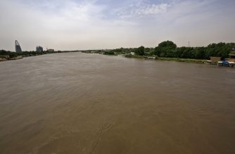 A picture shows flood waters in Tuti island, where the Blue and White Nile merge between the twin cities of the capital Khartoum and Omdurman, on September 3, 2020. - On Tuti Island, the highest Nile waters since records began a century ago have left people struggling to build dams by filling bags with sand and small stones to stem the flood. Officials say that across Sudan seasonal floods have killed 94 people, injured 46 and destroyed or damaged over 60,000 homes, with the river level rising to 17.43 metres (57 feet feet). (Photo by ASHRAF SHAZLY / AFP)