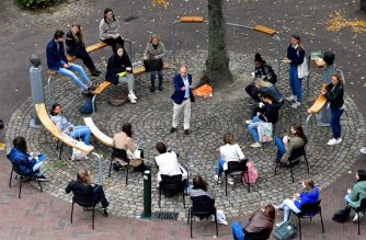 Dutch Professor Edward Nieuwenhuis of Roosevelt College University gives an introduction live science to 25 students outside, on a square in the historic center of Middelburg, next to the university on September 8, 2020, because of preventive measures taken against the Covid-19 coronavirus. (Photo by JOHN THYS / AFP)
