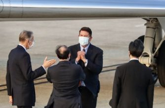 Keith Krach (top C), US Undersecretary of State for Economic Growth, Energy and the Environment, gestures after landing at the Sungshan airport in Taipei on September 17, 2020. - A top US diplomat landed in Taiwan on September 17, the highest-ranking State Department official to visit in 40 years, in a further sign of Washington's willingness to defy China and its campaign to isolate the self-ruled island. (Photo by Pei Chen / POOL / AFP)