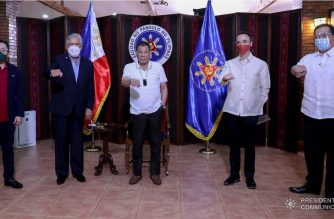 President Rodrigo Roa Duterte poses for posterity with Senator Christopher Go, Senate President Vicente Sotto III, House Speaker Alan Peter Cayetano, and House Majority Leader Ferdinand Martin Gomez  Romualdez following a meeting at the Malago Clubhouse in Malacañang on September 16, 2020. TOTO LOZANO/ PRESIDENTIAL PHOTO