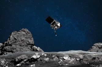 "This NASA image obtained August 11, 2020 shows an artist's rendering of the OSIRIS-REx spacecraft descending towards asteroid Bennu to collect a sample of the asteroid's surface. - NASA's OSIRIS-REx is ready for touchdown on asteroid Bennu. On August 11,2020 the mission will perform its ""Matchpoint"" rehearsal – the second practice run of the Touch-and-Go (TAG) sample collection event. The rehearsal will be similar to the April 14, 2020 ""Checkpoint"" rehearsal, which practiced the first two maneuvers of the descent, but this time the spacecraft will add a third maneuver, called the Matchpoint burn, and fly even closer to sample site Nightingale – reaching an altitude of approximately 131 ft (40 m) – before backing away from the asteroid. (Photo by Handout / NASA/Goddard/Arizona State University / AFP) / RESTRICTED TO EDITORIAL USE - MANDATORY CREDIT ""AFP PHOTO /NASA/GODDARD/UNIVERSITY OF ARIZONA/HANDOUT "" - NO MARKETING - NO ADVERTISING CAMPAIGNS - DISTRIBUTED AS A SERVICE TO CLIENTS"