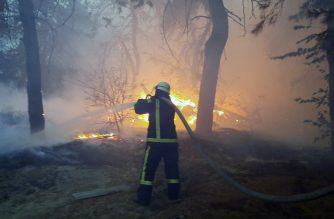 """This handout picture taken and released by the Ukrainian Emergency Ministry press service on September 30, 2020 shows firefighters extinguishing a forest fire in Ukraine's Lugansk region. - Eight people were killed in forest fires in Ukraine's eastern Lugansk region, near the front line of the country's war with Moscow-backed separatists, authorities said on October 1. 120 people were evacuated from several villages and some 1,200 firemen were dispatched to fight the fire that broke out on September 30, the interior ministry said. (Photo by Handout / UKRAININ EMERGENCY MINISTRY / AFP) / RESTRICTED TO EDITORIAL USE - MANDATORY CREDIT """"AFP PHOTO / UKRAINIAN EMERGENCY MINISTRY / Handout """" - NO MARKETING - NO ADVERTISING CAMPAIGNS - DISTRIBUTED AS A SERVICE TO CLIENTS"""