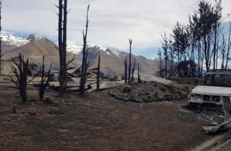 "This handout photo taken and released on October 5, 2020 courtesy of Gary Kircher shows damage caused by the South Island wildfires in Lake Ohau. (Photo by Handout / Courtesy of Gary Kircher / AFP) / RESTRICTED TO EDITORIAL USE - MANDATORY CREDIT ""AFP PHOTO / Courtesy of Gary Kircher"" - NO MARKETING NO ADVERTISING CAMPAIGNS - DISTRIBUTED AS A SERVICE TO CLIENTS --- NO ARCHIVES ---"