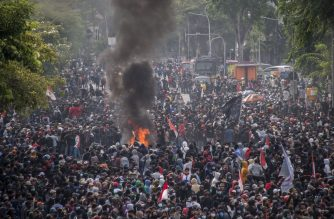Activists gather during a nationwide strike against a controversial new law which critics fear will favour investors at the expense of labour rights and the environment, in Surabaya on October 8, 2020. (Photo by Juni Kriswanto / AFP)