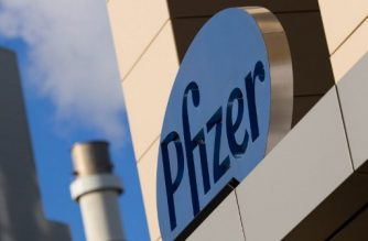 (FILES) In this file photo taken on March 18, 2017, a sign for Pfizer pharmaceutical company is seen on a building in Cambridge, Massachusetts. - US pharmaceutical giant Pfizer expects to file for emergency use authorization for its Covid-19 vaccine in late November, around two weeks after the November 3 US presidential election, it said on October 16, 2020. The company said it hopes to move ahead with the vaccine after safety data is available in the third week of November, immediately lifting the company's shares two percent in the US. (Photo by DOMINICK REUTER / AFP)