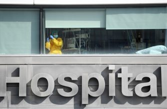 (FILES) In this file photo taken on September 22, 2020 a healthcare worker wearing protective gear stands inside La Paz hospital in Madrid. - Spain surpassed one million virus cases on October 21, 2020 according to health ministry figures. (Photo by PIERRE-PHILIPPE MARCOU / AFP)