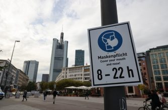 A sign reminding people that masks are mandatory in the area to limit the spread of the Covid-19 pandemic is pictured in the city center of Frankfurt am Main, western Germany, on October 21, 2020. (Photo by Yann Schreiber / AFP)