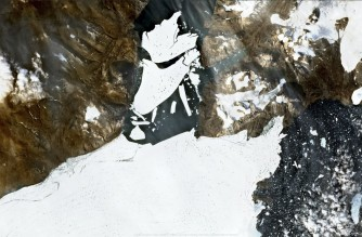 """This handout satellite image captured on August 27, 2020 by the Copernicus Sentinel-2 mission and released by European Space Agency (ESA) shows ice breaking off the Nioghalvfjerdsfjorden glacier in Northeast Greenland. - Warmer temperatures in Greenland has led to a 113 square kilometre mass of ice breaking off from the Arctic's largest floating glacier, scientists said on September 14, 2020, adding that given rising average temperatures the break-off was expected. (Photo by Handout / EUROPEAN SPACE AGENCY / AFP) / RESTRICTED TO EDITORIAL USE - MANDATORY CREDIT """"AFP PHOTO / COPERNICUS/ SENTINEL 2 / ESA"""" - NO MARKETING NO ADVERTISING CAMPAIGNS - DISTRIBUTED AS A SERVICE TO CLIENTS"""