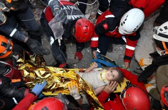 """This handout picture released by the Turkish Disaster and Emergency Management Presidency (AFAD) shows Rescue workers carrying a 3-year-old girl, Ayda Gezgin, out of the rubble of a collapsed building after an earthquake in the Aegean port city of Izmir, on November 3, 2020. - Rescue workers were searching eight buildings in Izmir despite dwindling hope for survivors, as the death toll of a powerful magnitude earthquake which hit western Turkey rose to 69. The 7.0-magnitude quake has also injured 896 in Turkey, the Turkish emergency authority AFAD said, after striking on October 30, afternoon near the west coast town of Seferihisar in Izmir province. (Photo by - / Turkish Disaster and Emergency Management Presidency (AFAD) / AFP) / RESTRICTED TO EDITORIAL USE - MANDATORY CREDIT """"AFP PHOTO / Turkish Disaster and Emergency Management  Presidency (AFAD)"""" - NO MARKETING - NO ADVERTISING CAMPAIGNS - DISTRIBUTED AS A SERVICE TO CLIENTS"""