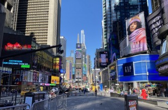 View of lonely Time Square amid the Covid-19 pandemic in New York on November 5, 2020. (Photo by Daniel SLIM / AFP)
