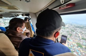 """President Rodrigo Duterte conducts an aerial inspection of areas severely hit by flooding caused by typhoon Ulysses in Metro Manila and surrounding areas (Photo courtesy Senator Christopher """"Bong"""" Go)"""