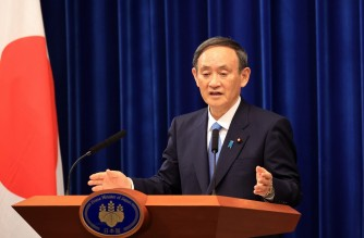 """Japan's Prime Minister Yoshihide Suga speaks during a press conference at his official residence in Tokyo on January 4, 2021. - Suga said he was considering declaring a state of emergency in the greater Tokyo area over a """"very severe"""" third wave of coronavirus infections. (Photo by YOSHIKAZU TSUNO / POOL / AFP)"""
