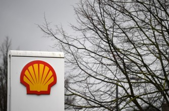 Logos at a Shell service station in London on February 4, 2021. - Royal Dutch Shell dived into a net loss of $21.7 billion in 2020, the oil giant announced today, as the coronavirus pandemic slashed global energy demand. (Photo by JUSTIN TALLIS / AFP)