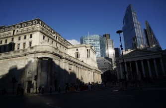 A general view of the Bank of England (BoE) is pictured in the City of London on February 5, 2021. - The Bank of England on Thursday projected Britain's economic recovery on the back of the nation's successful vaccines rollout, as it froze interest rates and stimulus. (Photo by Niklas HALLE'N / AFP)