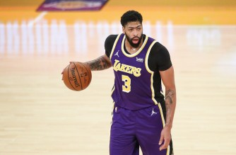 LOS ANGELES, CALIFORNIA - FEBRUARY 12: Anthony Davis #3 of the Los Angeles Lakers looks to pass the ball in the game against the Memphis Grizzlies at Staples Center on February 12, 2021 in Los Angeles, California. NOTE TO USER: User expressly acknowledges and agrees that, by downloading and or using this photograph, User is consenting to the terms and conditions of the Getty Images License Agreement.   Meg Oliphant/Getty Images/AFP