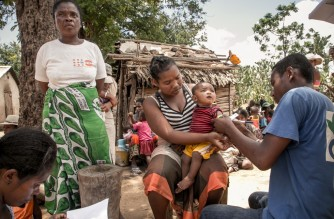 A member of the NGO Action Contre la Faim measures the arm circumference of infants to detect possible cases of malnutrition in the municipality of Ifotaka, in southern Madagascar, on December 14,  2018. - In the village of Ifotaka, at the southern tip of Madagascar, the noise and excitement of the country's election campaign seems far away as locals confront more pressing needs in a daily struggle for food. For several seasons now, the entire southern part of Madagascar has been caught up in a drought that has made water increasingly scarce, wrecking even efforts to grow rice -- the staple food. (Photo by RIJASOLO / AFP)