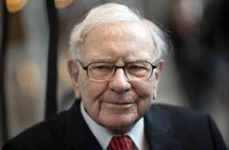Warren Buffett, CEO of Berkshire Hathaway, attends the 2019 annual shareholders meeting in Omaha, Nebraska, May 3, 2019. (Photo by Johannes EISELE / AFP)