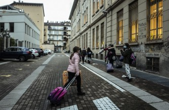 Students enter in the Italo Calvino school in Turin on January 7, 2021. - From January 7 on primary school and secondary school students come back with 50% of children due to the Covid-19 pandemic. (Photo by Marco Bertorello / AFP)