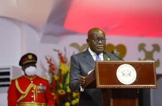 The President of Ghana, Nana Akufo Addo (2nd R), gives a speech after being sworn in during his inauguration as president of Ghana at the State House of Ghana in Accra on January 7, 2021. (Photo by Nipah Dennis / AFP)
