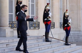 French President Emmanuel Macron arrives to welcome the president of Iraq's autonomous Kurdistan Region prior to a working lunch at the Elysee Palace in Paris on March 30, 2021. (Photo by Ludovic MARIN / AFP)