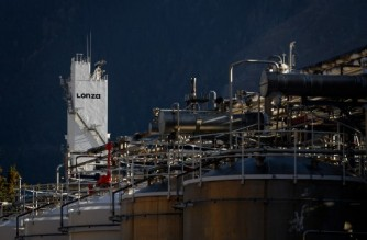 (FILES) A file photo taken on November 25, 2020, shows the chemical site of Visp that host Swiss giant drugmaker Lonza which will soon produce the main ingredient of US biotech firm Moderna's Covid-19 vaccine. - The Swiss group Lonza announced, on April 29, 2021, a new agreement with Moderna to double the production of substances used for the Moderna Covid-19 vaccine. Lonza, will install three additional production lines at its site in Visp. (Photo by Fabrice COFFRINI / AFP)