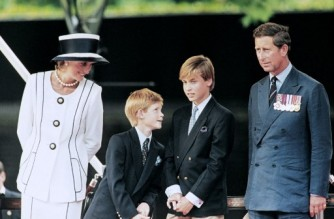 (FILES) In this file photo taken on August 19, 1995 Prince Charles (L), Princess Diana (R) and their children William (2nd L) and Harry watch the march past on a dais on the mall as part of the commemorations of VJ Day. - The BBC was under pressure on May 21, 2021 after unprecedented criticism from the royal family about its 1995 interview with princess Diana, damaging its reputation as it fights attacks on several fronts. (Photo by Johnny EGGITT / AFP)