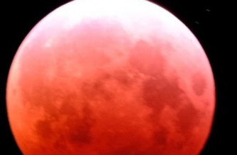 "A rare ""Super Blood Moon"" as seen in Hawaii on Wednesday, May 26, 2021 (Photo by Ron Hamilton/EBC Hawaii Bureau, Eagle News Service)"