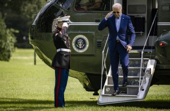 WASHINGTON, DC - JULY 25: U.S. President Joe Biden gets off of Marine One on the South Lawn of the White House on July 25, 2021 in Washington, DC. The President is returning to Washington after spending the weekend at his home in Wilmington, Delaware.   Samuel Corum/Getty Images/AFP (Photo by Samuel Corum / GETTY IMAGES NORTH AMERICA / Getty Images via AFP)