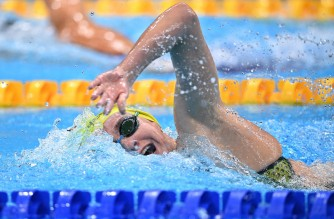 Australia's Ariarne Titmus competes to win the final of the women's 400m freestyle swimming event during the Tokyo 2020 Olympic Games at the Tokyo Aquatics Centre in Tokyo on July 26, 2021. (Photo by Oli SCARFF / AFP)