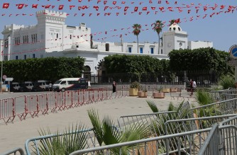 The government headquarters is barricaded at the Casbah square in the Tunisian capital Tunis on July 26, 2021. - Tunisian police closed the office of Qatari broadcaster Al Jazeera television in the capital Tunis, its bureau chief said, amid political turmoil in the North African country. The move came a day after President Kais Saied ousted the prime minister and suspended parliament, following a day of street protests against the government's handling of the Covid pandemic. (Photo by ANIS MILI / AFP)