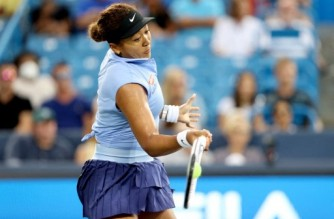 MASON, OHIO - AUGUST 19: Naomi Osaka of Japan returns a shot to Jill Teichmann of Switzerland during the Western & Southern Open at Lindner Family Tennis Center on August 19, 2021 in Mason, Ohio.   Matthew Stockman/Getty Images/AFP (Photo by MATTHEW STOCKMAN / GETTY IMAGES NORTH AMERICA / Getty Images via AFP)
